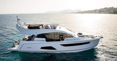 Sealine F530  Shooting Mallorca Ankern