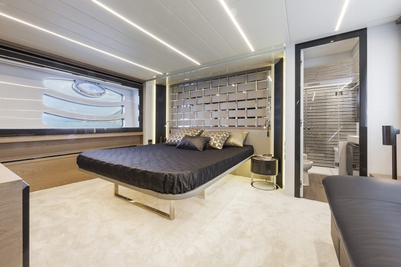 Pershing 70 - cabina armatoriale