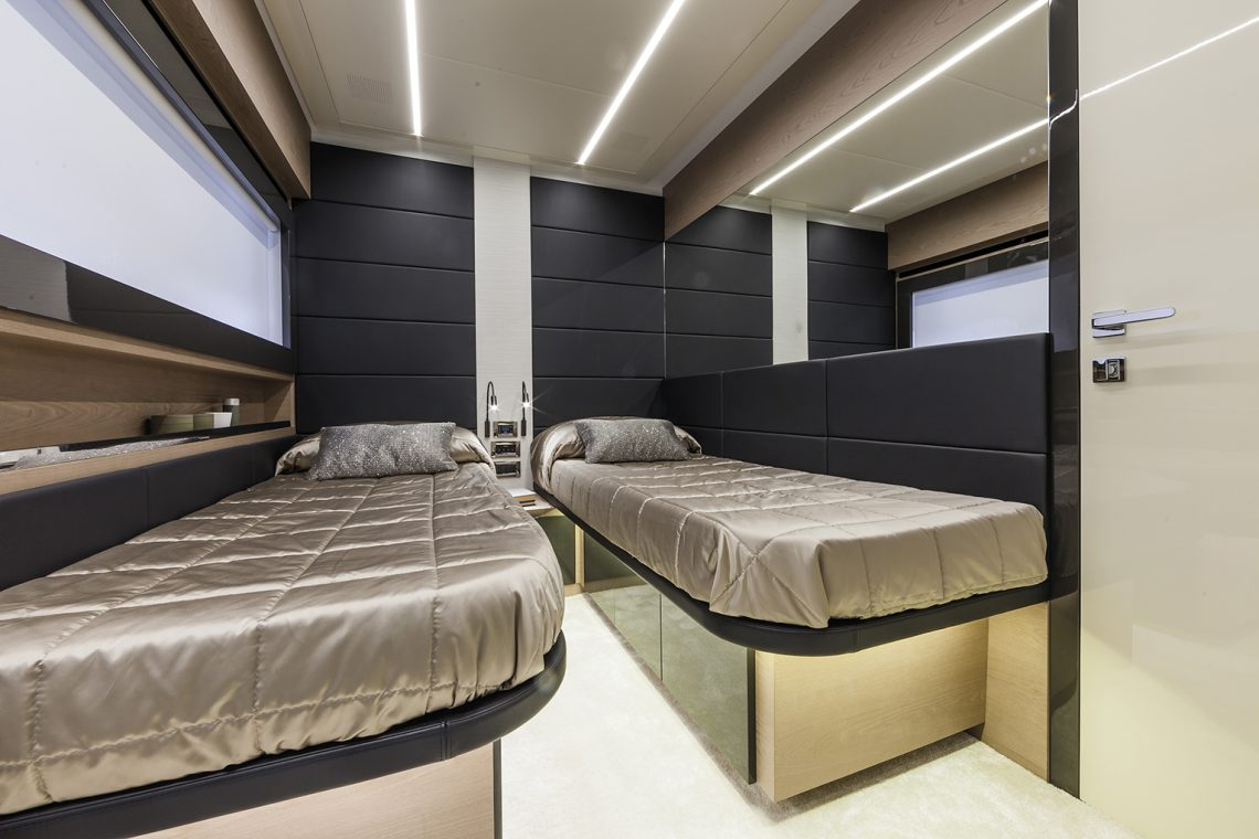 Pershing 70 - cabina ospiti