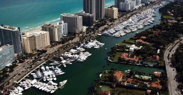 Yacht-Show-in-Miami-Beach