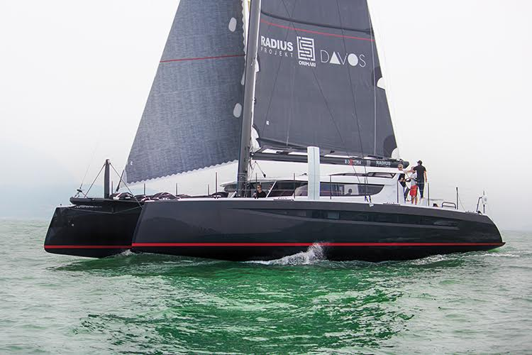catamarano in carbonio HH 66 della Multiscafi.