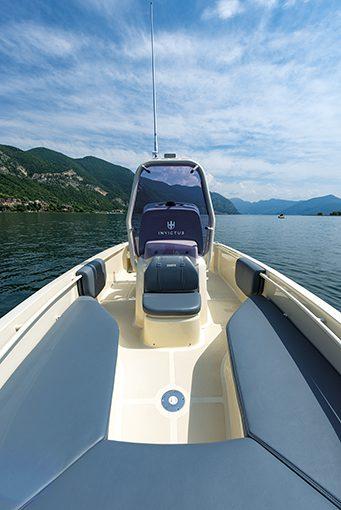Invictus Yacht HX 200