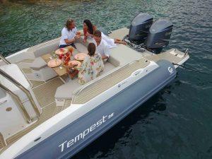 tavolo in barca