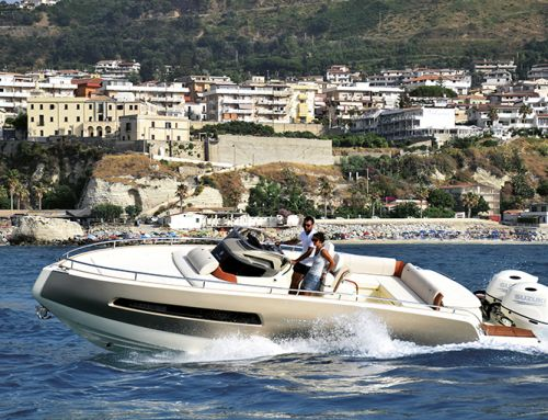 La prova in mare dell'Invictus Yacht GT 280S