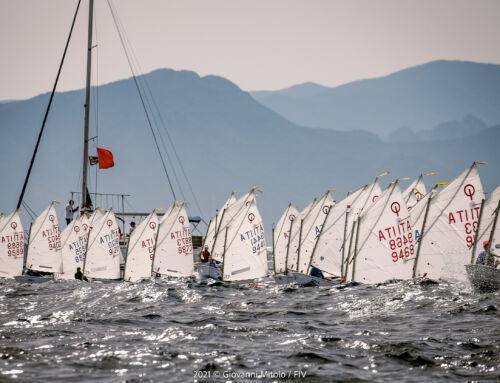Prima giornata perfetta per il campionato italiano giovanile singoli di vela