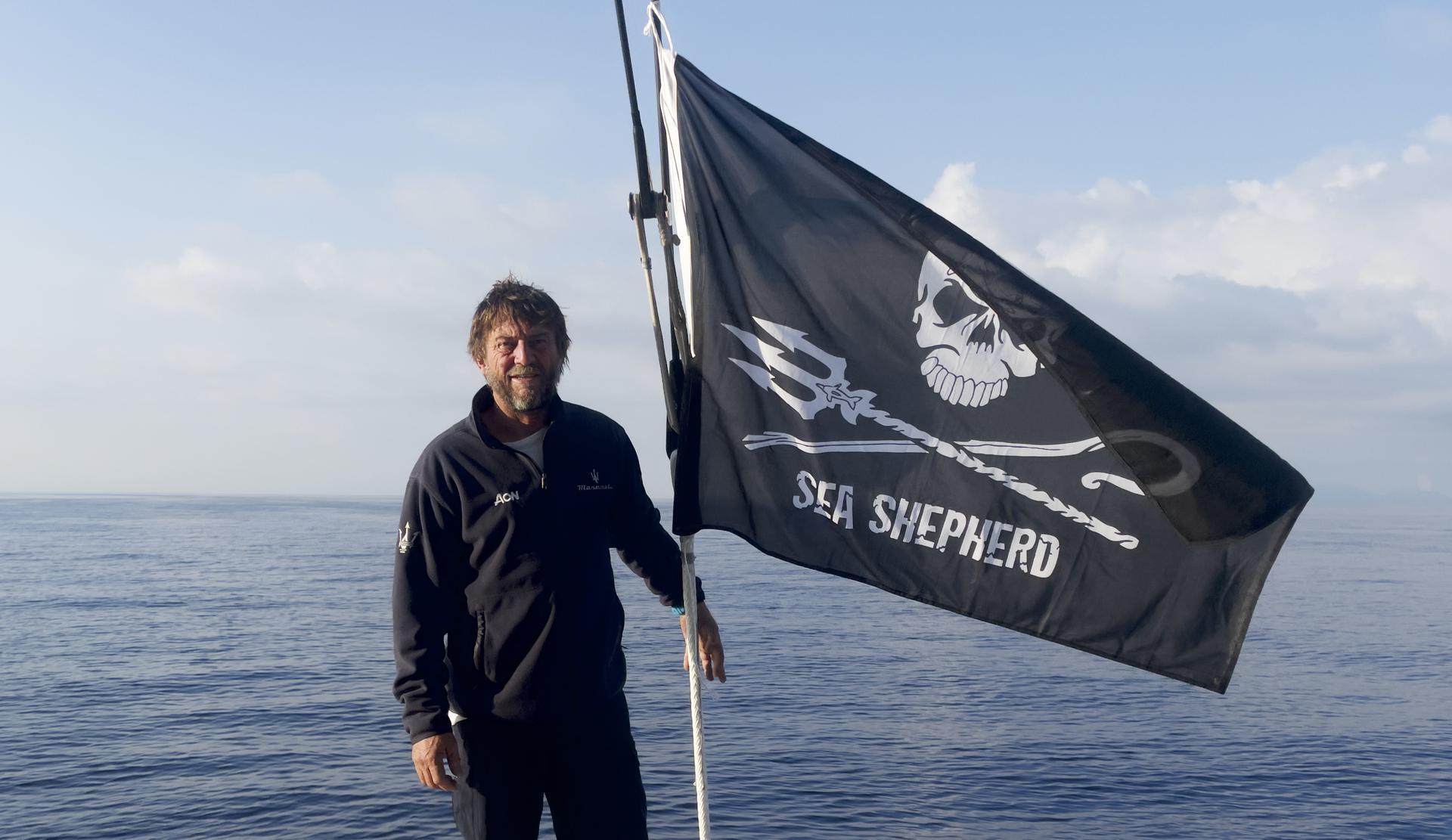 Giovanni Soldini incontra i volontari di Sea Shepherd Italia al largo delle Eolie